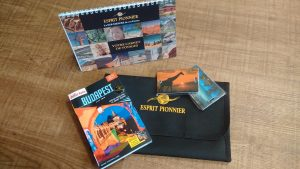 Pour vos voyages moyens courriers Esprit Pionnier, l'agence de voyage sur mesure vous fournis un ensemble d'accessoires pour que votre voyage se déroule au mieux: Road Book personnalisé, guide de la ville et étiquettes bagages.