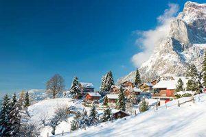 Montagnes enneigées Alpes